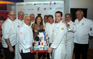 44 - Nathalie Baye cutting the FFC cake with the Les Maitres Cuisiniers de France and L'Académie Culinaire de France chefs - Photo by Stéphane Kossmann