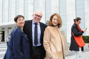 5 - Executive Committee Member Laurence Teinturier with Dr. Claude Rosenthal and our guest of honor Actress Nathalie Baye - Photo by Stéphane Kossmann